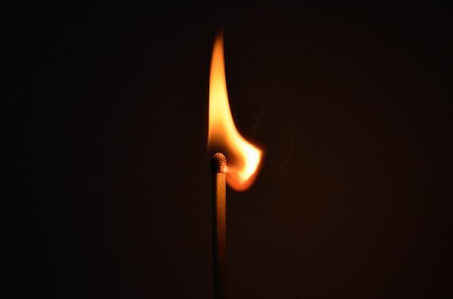 火を起こす