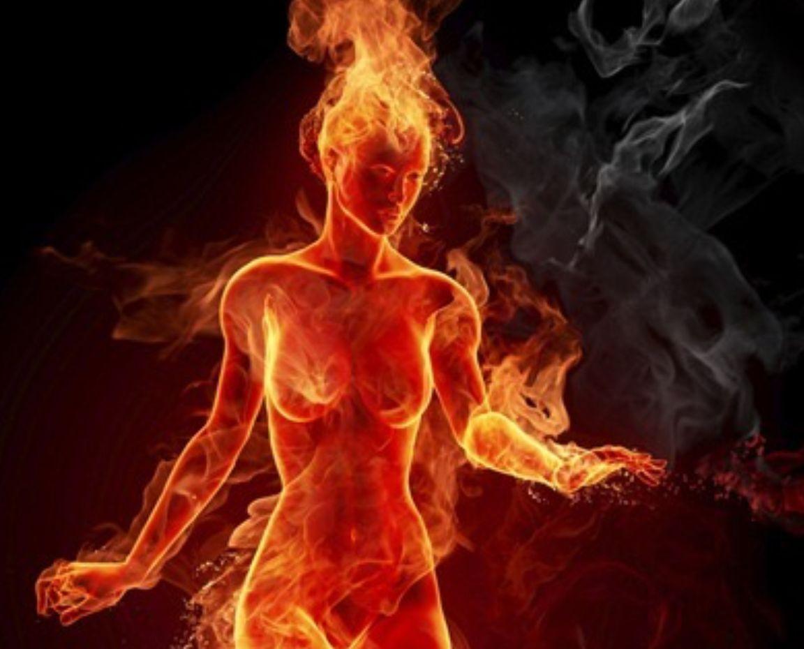 燃える女性.png