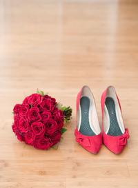 ピンクの花と靴