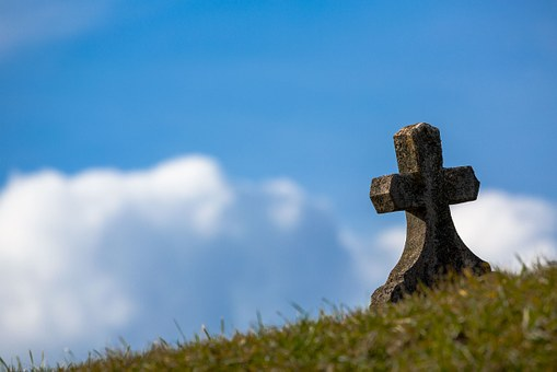 grave-674443__340.jpg