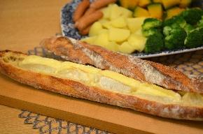 チーズフォンデュフランスパン明るい.jpeg