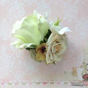 green rose corsage1 oni.jpg