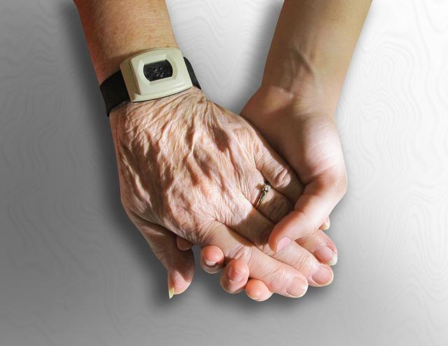 hands-216982_640.jpg
