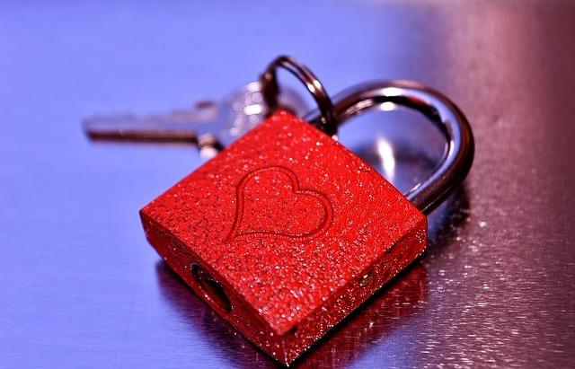 key-to-the-heart-2509687_640.jpg