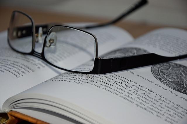 glasses-1499290_640.jpg