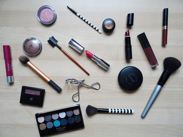 makeup-2454659_640.jpg