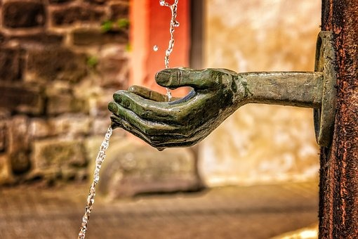 fountain-3412242__340.jpg