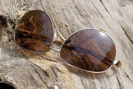 glasses-1557994__340.jpg