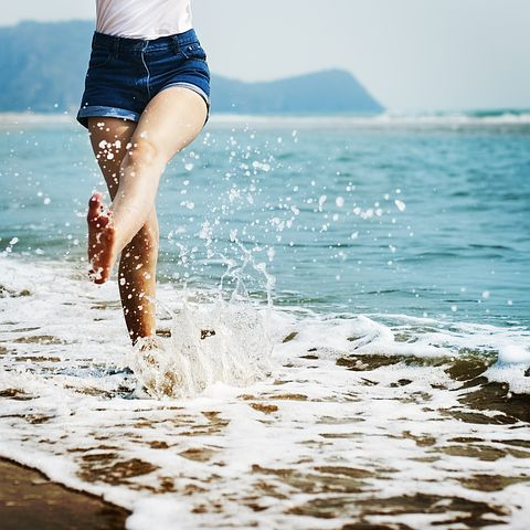 barefoot-1985858__480.jpg