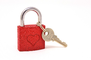 key-to-the-heart-3102146_1920.jpg