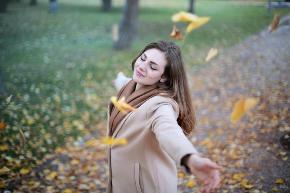 adult-autumn-autumnal-712413-1024x683.jpg