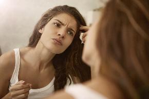 女性顔なやみshutterstock_530430934.jpg