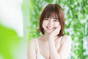 女性 笑顔 おかっぱ.jpg